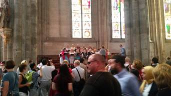 58 tourists and choir Cologne Cathedral